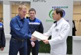 Главный врач Красноярский краевого онкологического диспансера А.А. Модестов вручает Благодарственное письмо в адрес «ЭКОСПАСА»